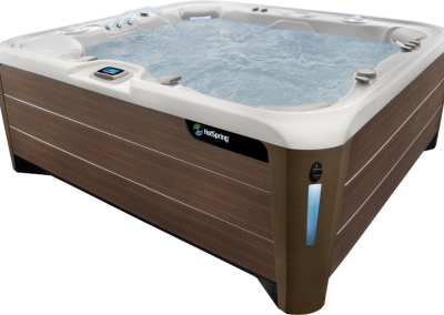 Hot Spring-Highlife-2019-Grandee-Alpine-White-Walnut-Eye-Level-Wet